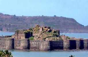 22 तोपों से होती है इस किले की सुरक्षा, रहस्य बना है इसकी झील का पानी