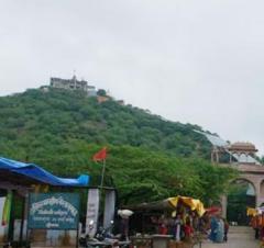 राजस्थान के सवाई माधोपुर के बरवाड़ा में स्थित चौथ माता टेम्पल